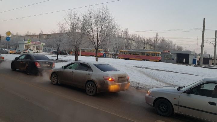 «Переезд разбит в хлам»: в Дзержинском районе из-за утренней аварии встали трамваи
