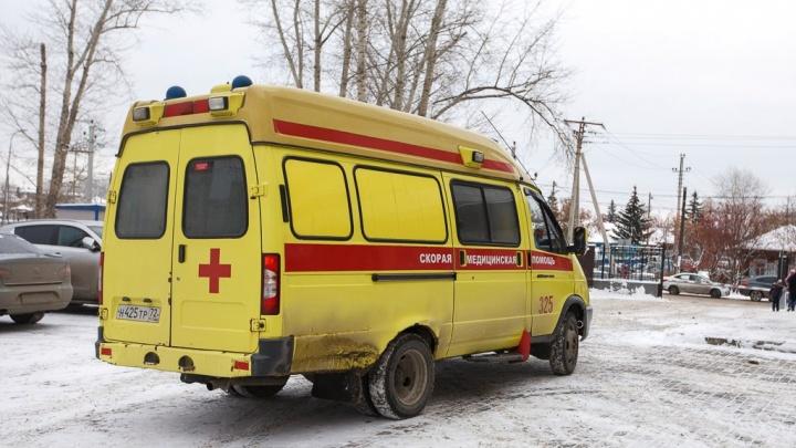 44-летняя тюменка обожгла лицо, упав рядом с батареей во время приступа эпилепсии на работе
