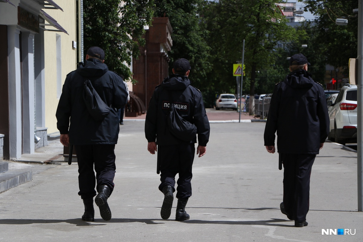 Сейчас известно об обысках, прошедших в домах у нескольких сторонников Навального. Однако и МВД и СК утверждают, что информации об этом у них нет