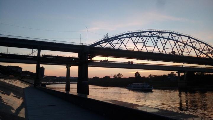 Зарека, ликуй: старый мост Челюскинцев открылидля транспорта