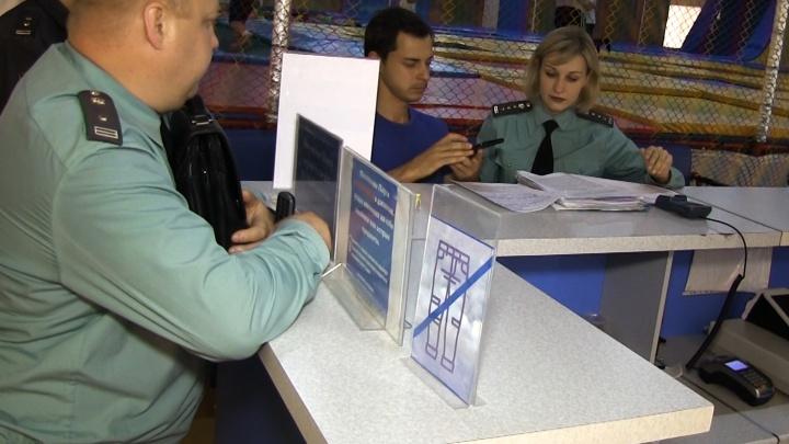 В Омске на 15 суток закрыли батутный центр