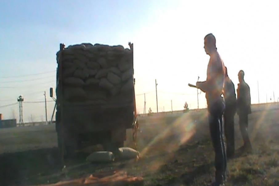 Доверху груженый мешками с травкой КАМАЗ задержали пограничники