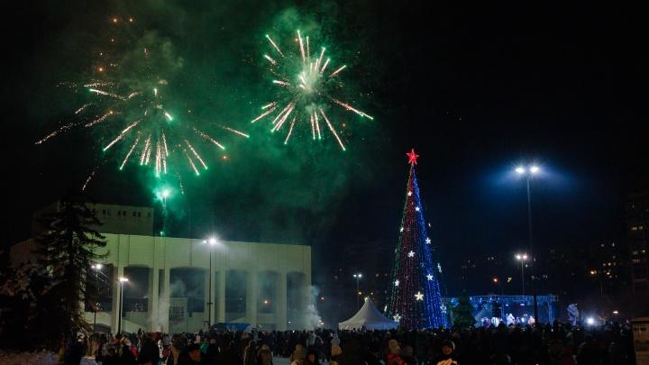 Дед Мороз из Великого Устюга зажег в Перми все новогодние елки