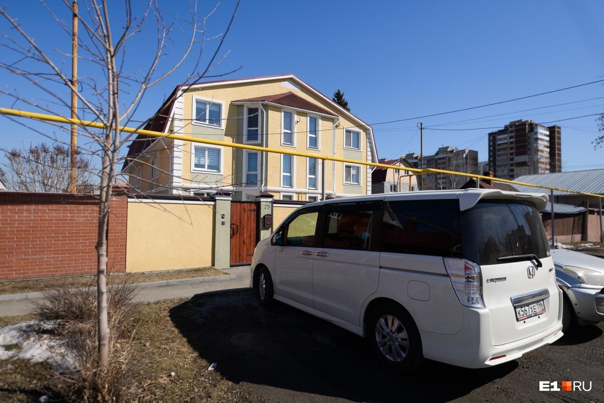 Хозяевам таких домов, наверное, не очень хочется переезжать