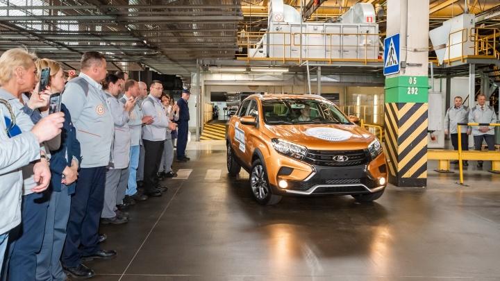 Светлый LADA XRAY Cross стал миллионным автомобилем на платформе В0 АВТОВАЗа