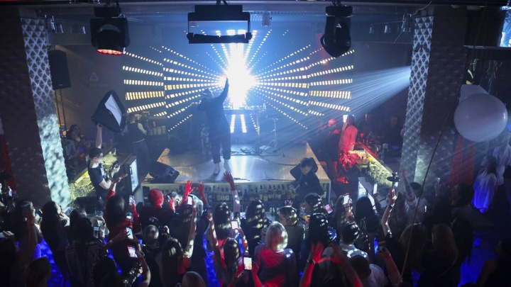 Отличный День молодёжи: тюменцы получили «яблочные» подарки и потусили на концерте Ханны