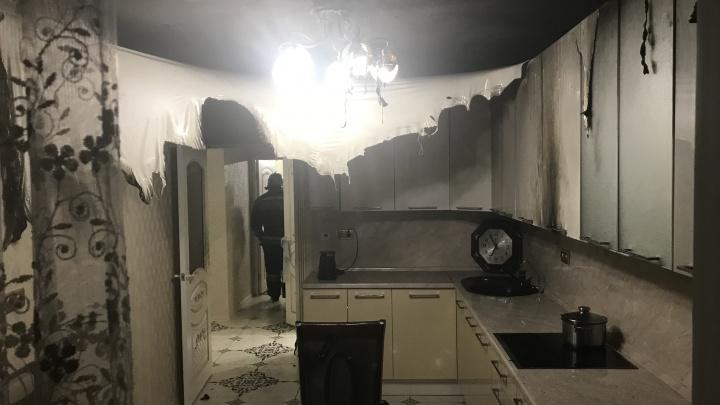 Все почернело от дыма: в Ярославле загорелась квартира
