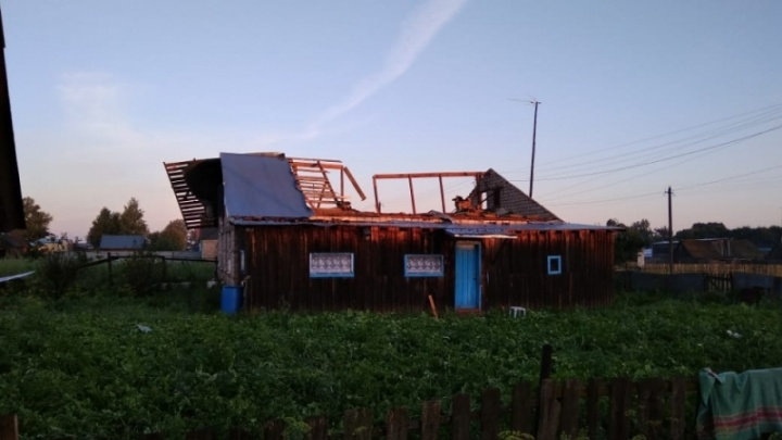Сорвало крыши с пяти домов: в Башкирии ликвидируют последствия урагана