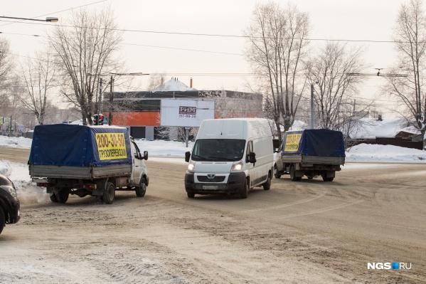 Перекресток улицы Жуковского и Мочищенского шоссе