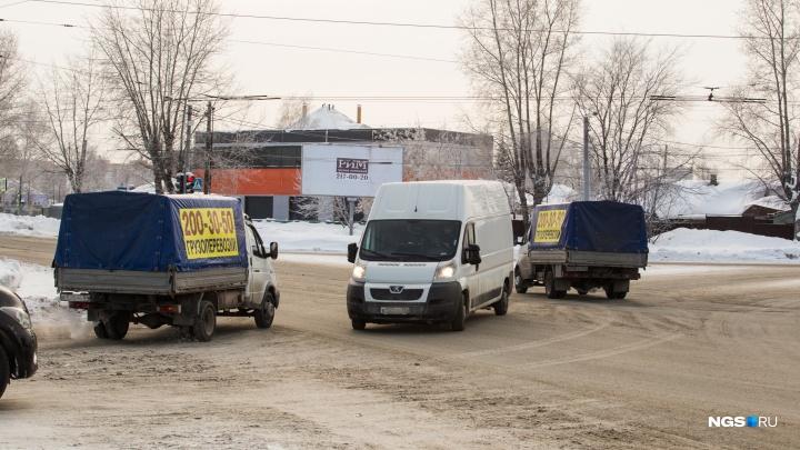 Место в Новосибирске, где водители по привычке отказываются уступать. Идеально для автоподстав
