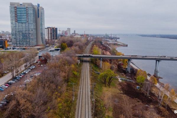 Линия трамвайных путей пройдет вместо существующей железнодорожной ветки (на фото)