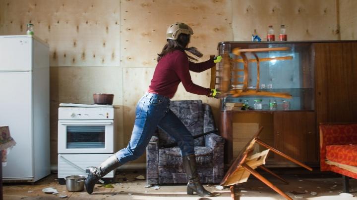 Кувалдой по пианино: новосибирец открыл «Фигачечную» для гневных горожан