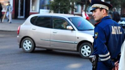 По новым правилам сотрудникам ГИБДД запретят хамить водителям
