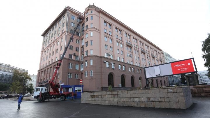 Добавят оттенков: испорченный исторический фасад дома в центре Челябинска покрасят ещё дважды