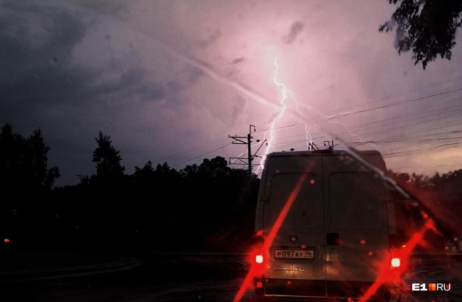 ВЕкатеринбурге продлили штормовое предупреждение