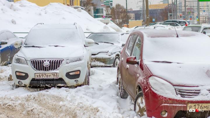 Отсутствие многоуровневых парковок в Самаре объяснили бедностью народа