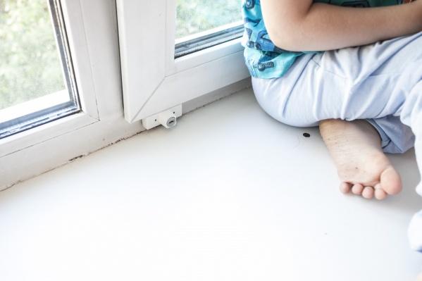 8-летняя школьница выпала из окна второго этажа