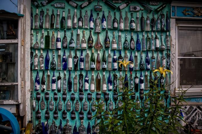 Бутылки приносят соседи, часть за несколько лет собрал на берегу реки после празднований Дня молодёжи