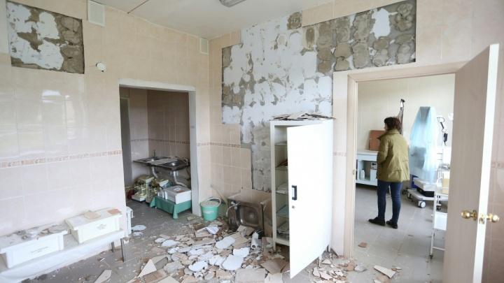 Пострадавшей во время землетрясения больнице отдали новые машины скорой из Челябинска