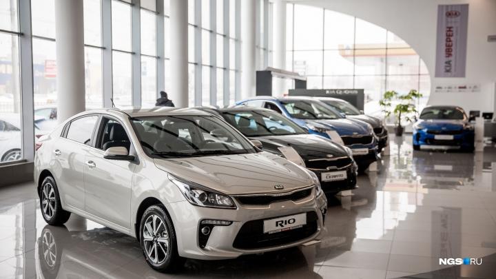 Давились, но продолжали брать: новосибирцы несут последние деньги на новые машины по бешеным ценам