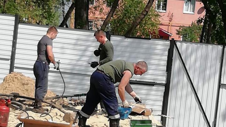 «Они ждут, что район взорвется?» Жители Мануфактурной уже готовы снести забор скандальной стройки