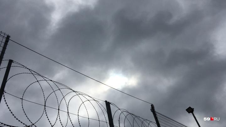 В соликамской ИК-9 осужденный залез на вышку и потребовал встречи с прокурором
