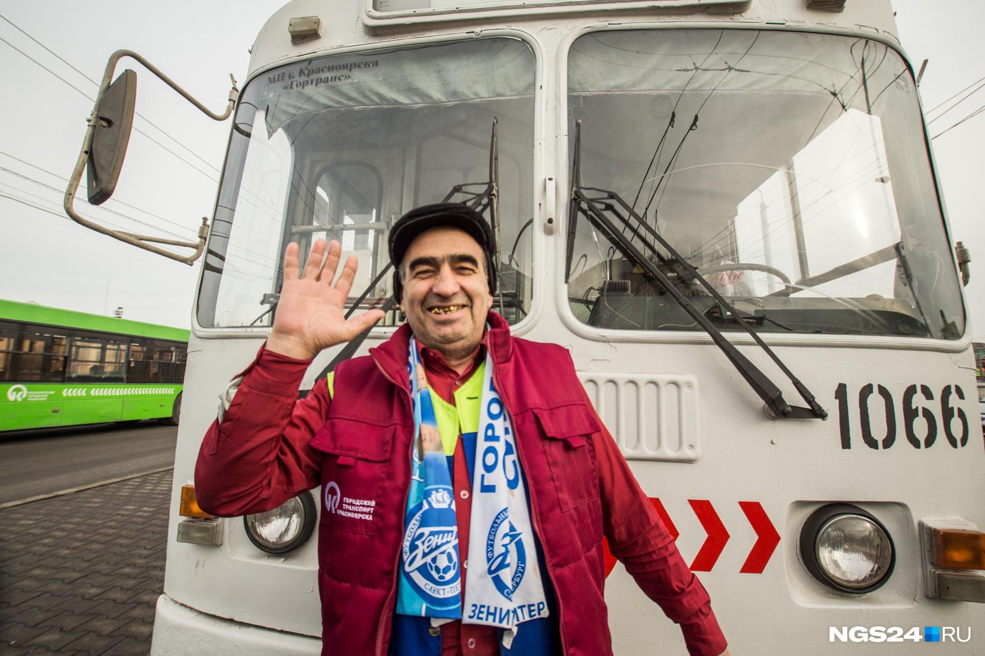 Юсеф работает водителем троллейбуса почти 30 лет. Все время разговора он излучал оптимизм, грустные нотки у водителя проснулись, только когда речь зашла о состоянии парка троллейбусов