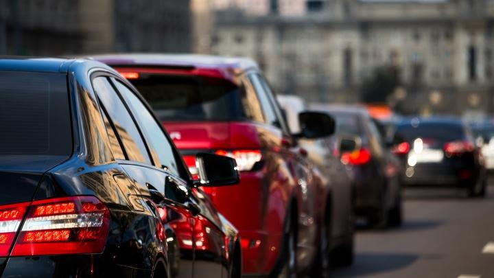 «А машинку-то пора менять»: на какие автомобили пересядут екатеринбуржцы в 2019 году