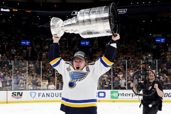 Кубок Стэнли выиграла американская команда«Сент-Луис Блюз» с бывшим новосибирцем Владимиром Тарасенко