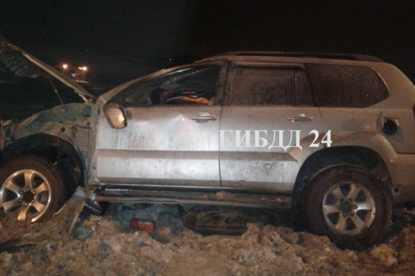 После аварии автомобиль загорелся, но женщина с двумя детьми успела выбраться из салона