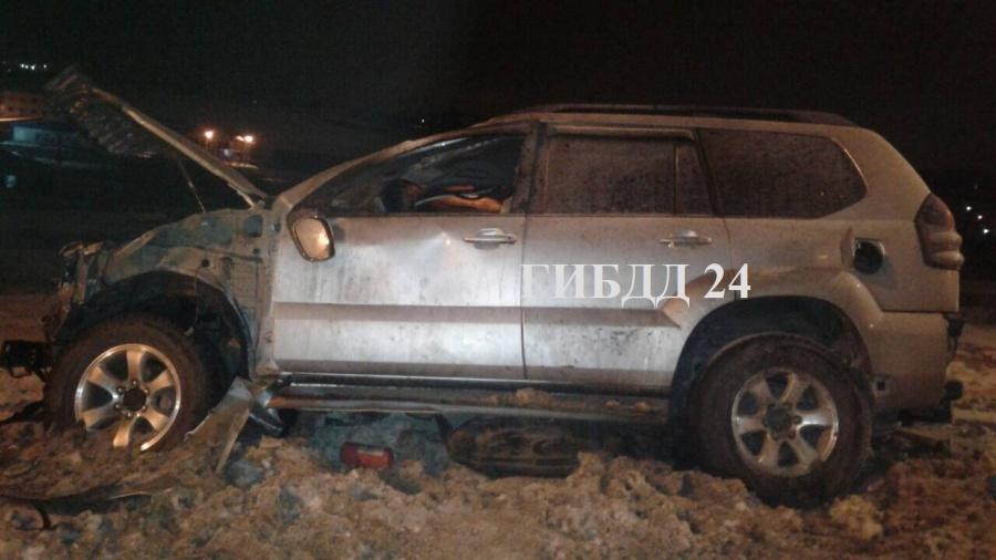 ВКрасноярске пьяная молодая женщина перевернула внедорожник с 2-мя детьми и убежала