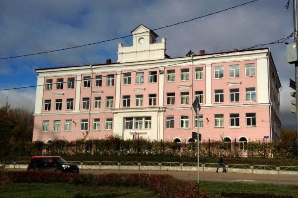 В отношении гимназии № 4 и её директора возбудили дела об административном правонарушении