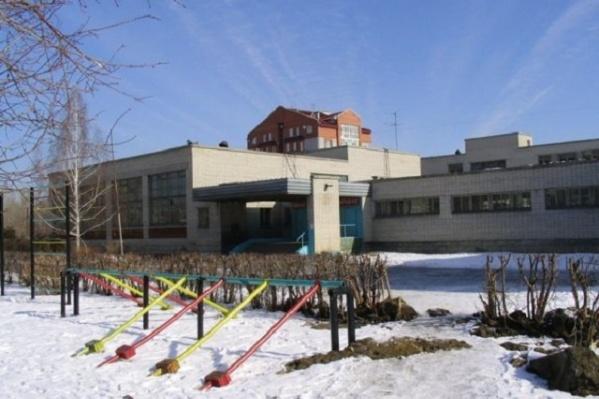 Школа, которую ждет преображение, расположена на улице Карельцева, 103