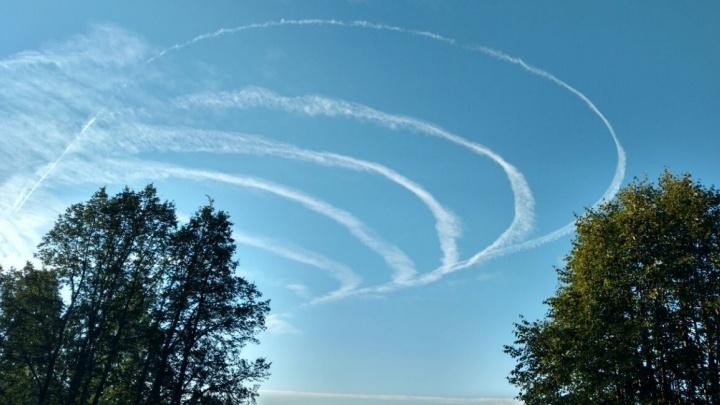 Вместо тумана - следы кружащих лайнеров: аэропорт Кольцово начал принимать и выпускать самолёты