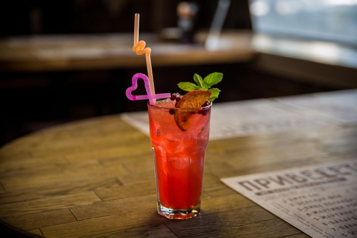Лимонно-клубничный коктейль назвали в честь портала НГС