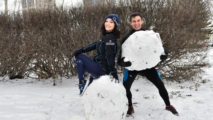 Снегофитнес: разучиваем 5 упражнений с лопатой и сугробом, которые прокачают тело