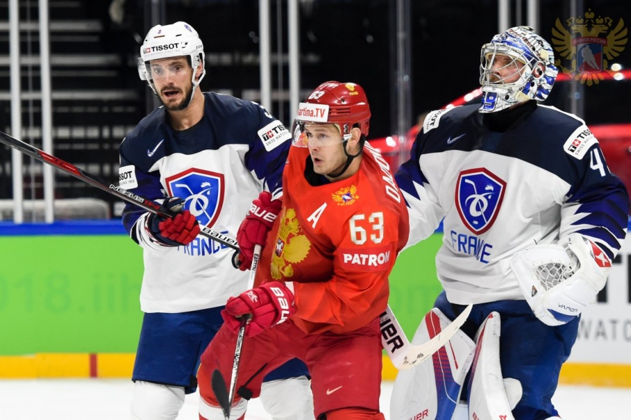 Евгений Дадонов забросил третью шайбу