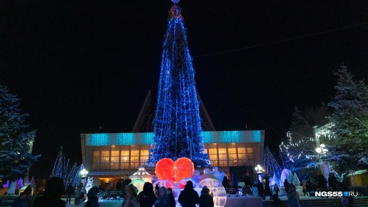 Спектакль, полумарафон и главная ёлка: куда сходить на новогодние праздники в Омске