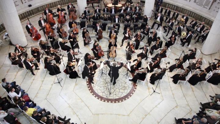 «Тут можно играть не только военные мелодии»: в Волгограде сыграли самую трагичную симфонию