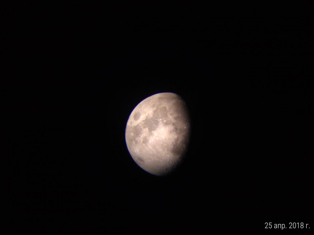 Луна. Снимок сделан на телефон через телескоп. Автор: Кот Котофеич из Каменска-Уральского