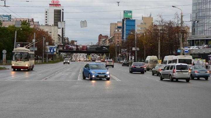 Столица «косых» перекрёстков: скачущие полосы завеличелябинских водителей в «бутылочные горлышки»