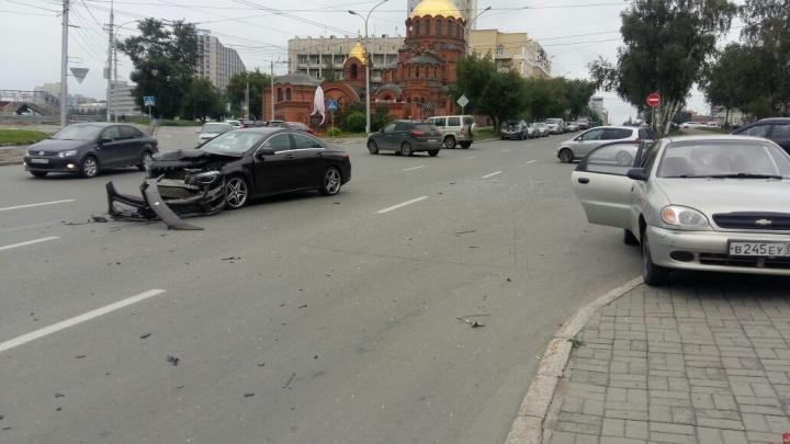 Ребёнок пострадал в аварии у храма Александра Невского
