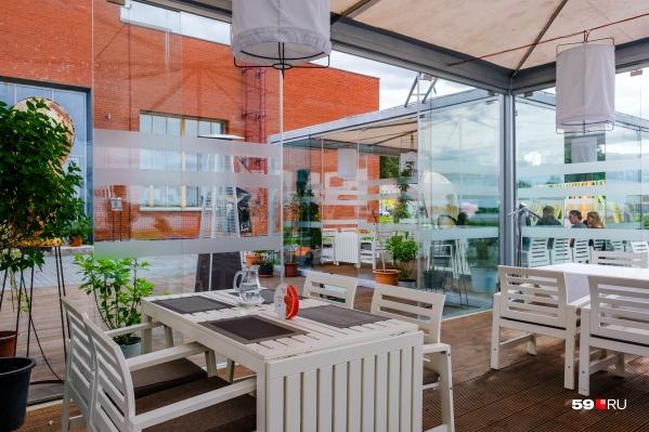 Ресторан находится в начале Решетниковского спуска, у Камы