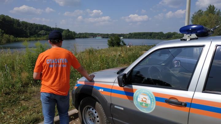 Лодка дала течь: спасатели помогли молодым людям в Уфе