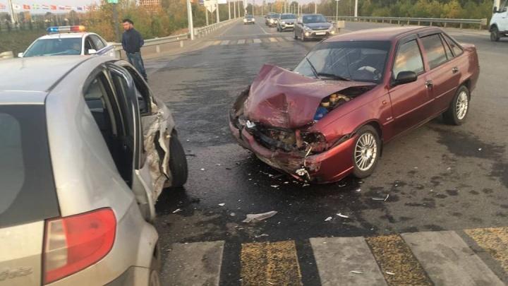 Четыре человека пострадали при столкновении Daewoo Nexia и Hyundai в Уфе