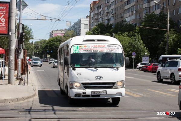 Маршрут официально считается пригородным, идет через весь Ростов. И делает только 2 остановки за чертой города