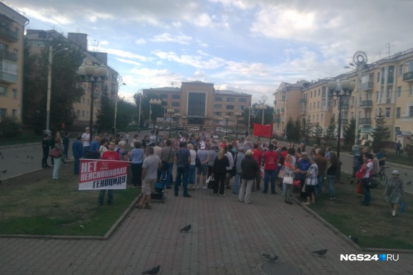Митинг на площади у ДК 1 Мая