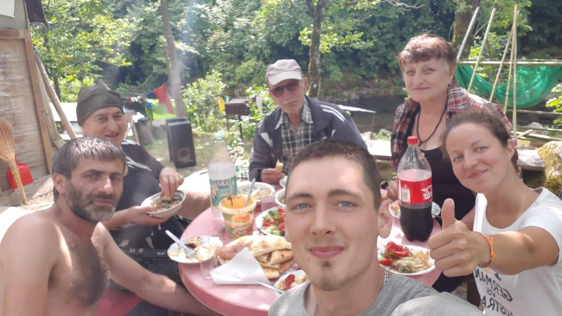 Гостеприимная грузинская семья, которая приютила уральцев