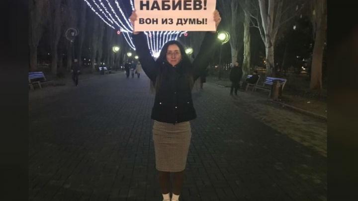 «Набиев! Вон из думы»: волгоградцы вышли на пикеты за отставку обозвавшего пенсионеров депутата