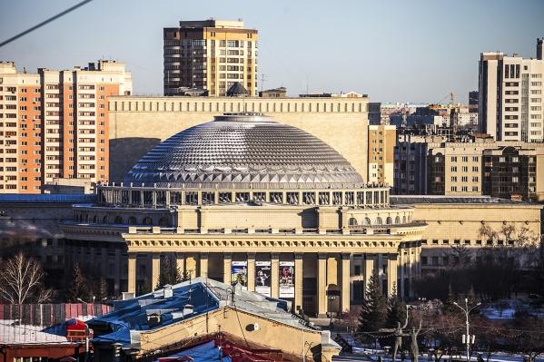 Героями авторского гимна Новосибирска стали оперный театр, Бугринский мост и Центральный парк. Фото Татьяны Фатеевой